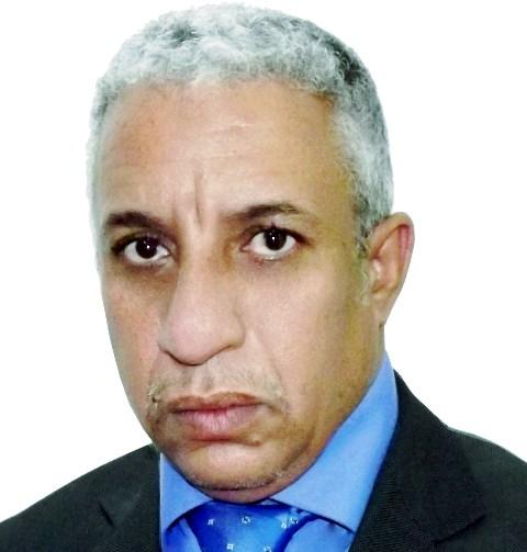 المختار ولد داهي: كاتب وسفير سابق