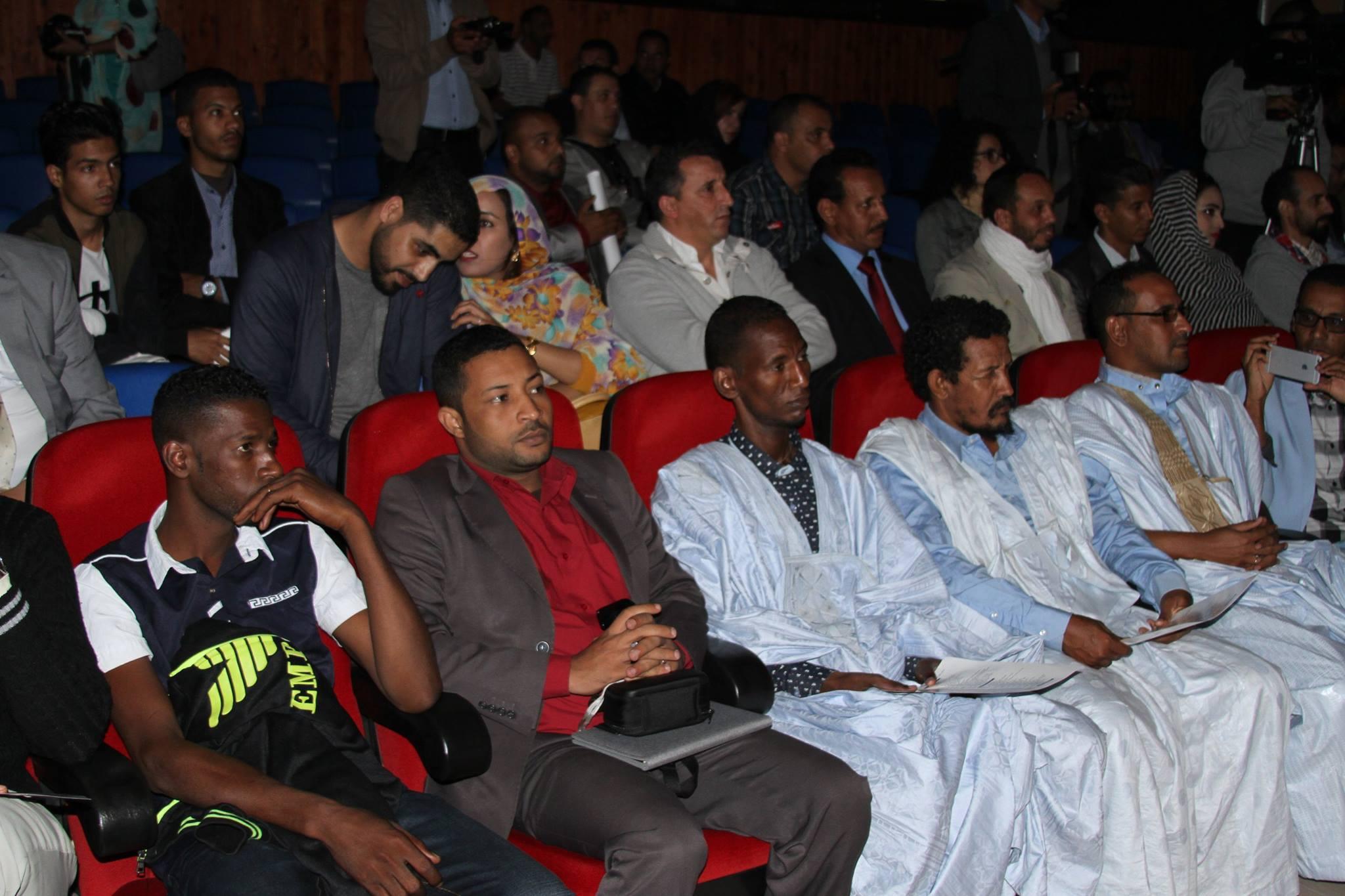 جانب من افتتاح مهرجان المسرح الحساني بمدينة الداخلة والذي يحضره وفد موريتاني كبير وهو من تنظيم جمعية أنفاس للمسرح الحساني (السراج)