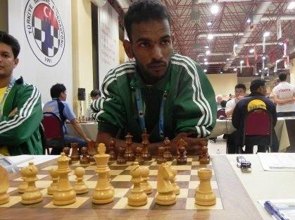 صورة أحد لاعبي الشطرنج الموريتانيين سيدي ولد بيدية لخدمة الموضوع (السراج)
