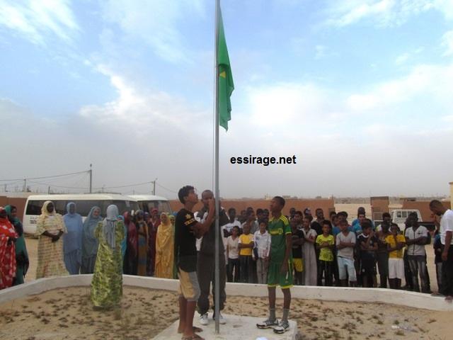 جانب من نشاط تحية العلم الوطني الموريتاني داخل المخيم الوطني في إعدادية الوفاء بمدينة نواذيبو الساحلية (السراج)