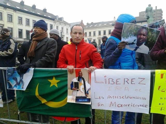 جانب من الوقفة الاحتجاجية التي نظمها مكتب إيرا في بروكسل (السراج)