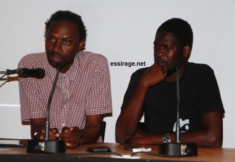 """رئيس منظمة """"السلام عليكم الثقافية"""" في موريتانيا ورئيس JT Rappé السنغالية أثناء المؤتمر الصحفي الذي أقيم بالمعهد الفرنسي بنواكشوط (السراج)"""