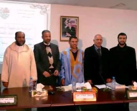 صورة للباحث الدكتور إبراهيم ولد هارون بكلية الآداب والعلوم الإنسانية - سايس ـ بفاس في المملكة المغربية مع لجنة الإشراف (السراج)
