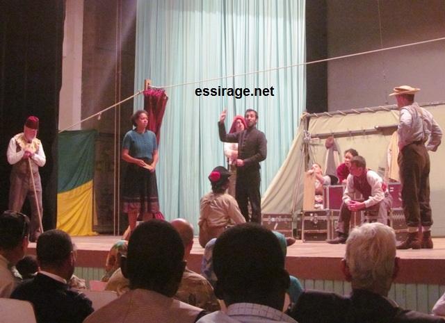 جانب من عرض مسرحية هاملت للإنجليزي ويليام شكسبير في العاصمة الموريتانية نواكشوط (السراج)