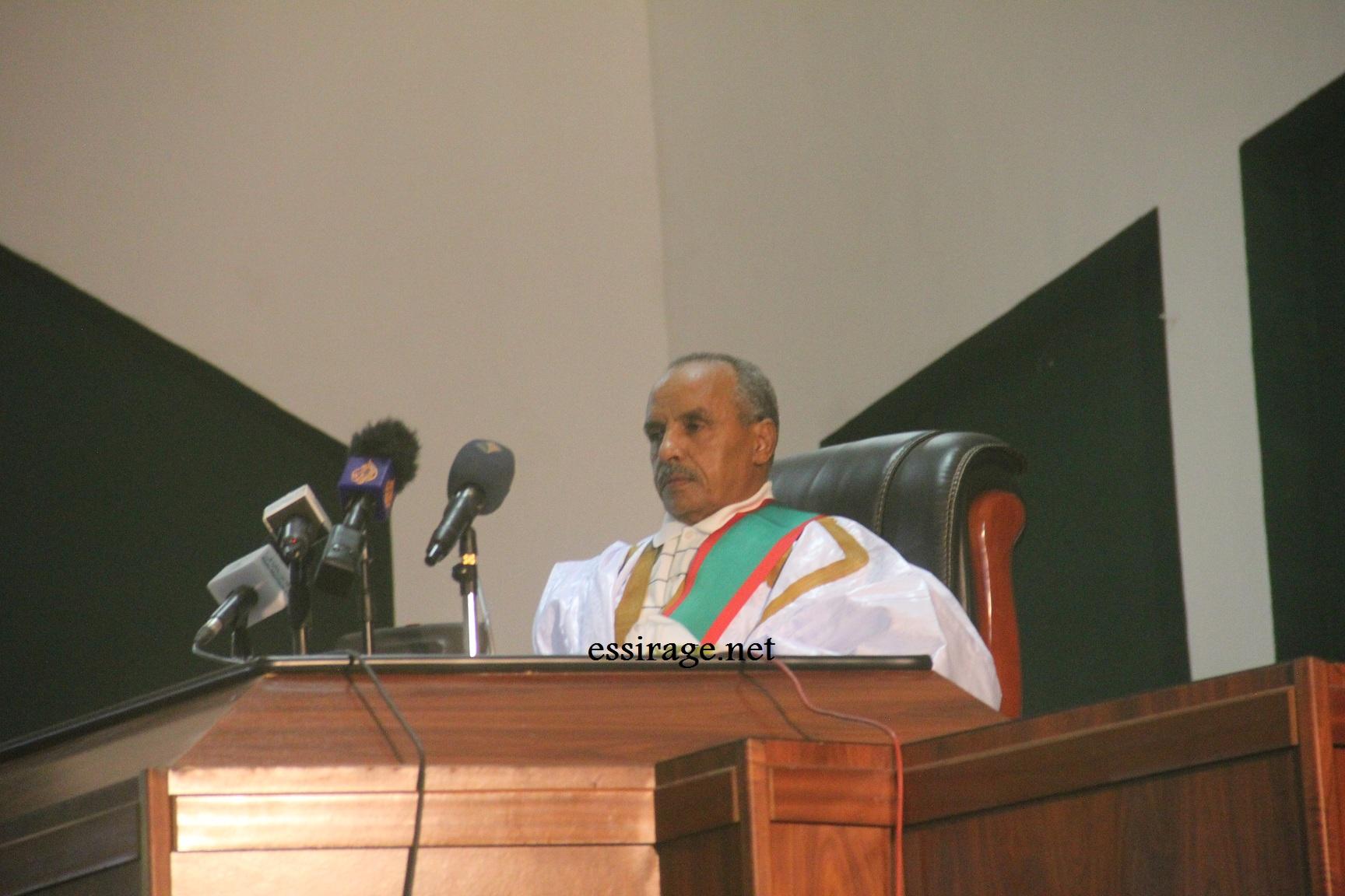 الشيخ ولد بايه خلال ترأسه الجلسة