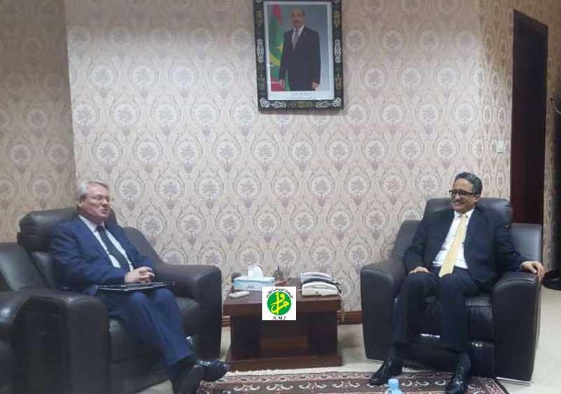 لقاء الوزير مع السفير الفرنسي