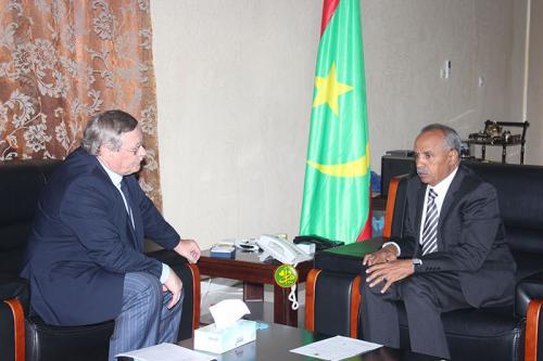 رئيس الجمعية الوطنية الشيخ ولد بايه خلال مباحثاته مع السفير الروسي فلادمير شاموف.