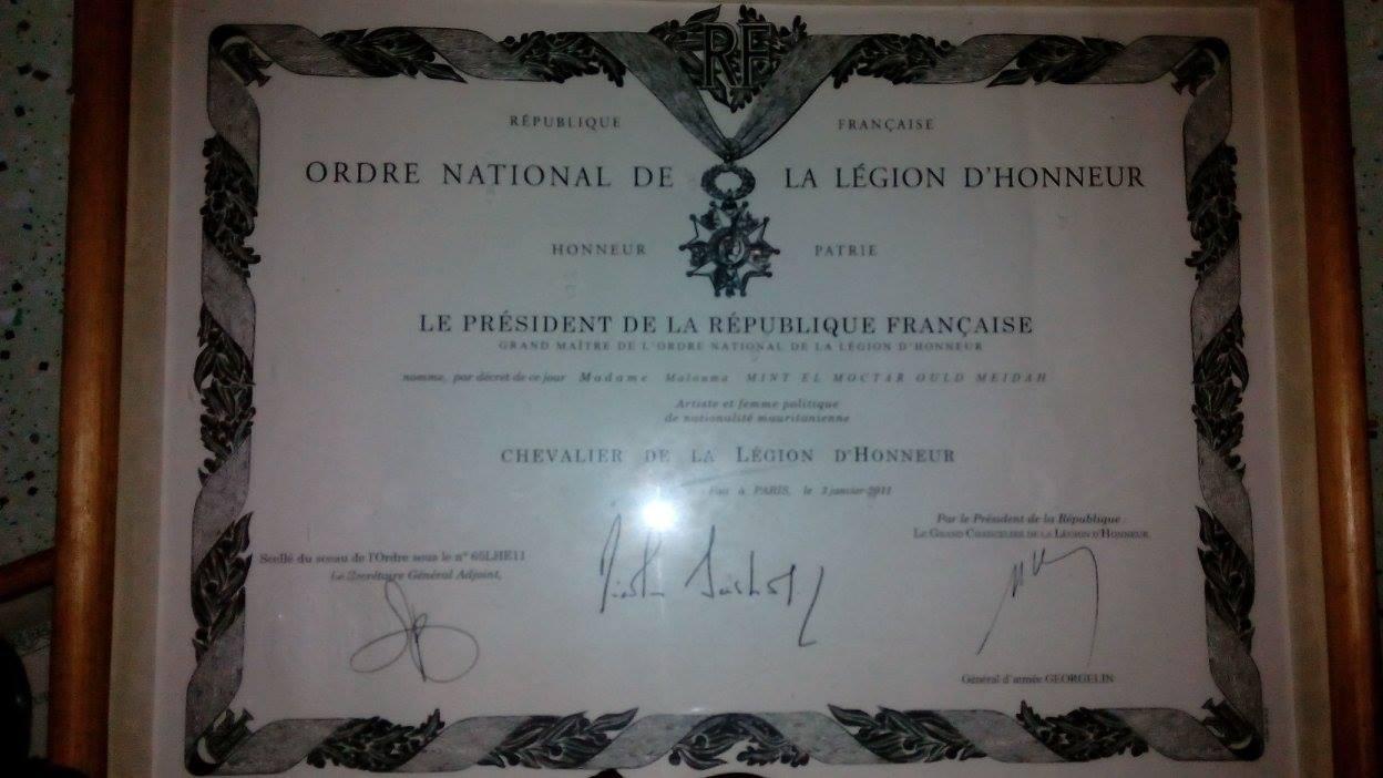 صورة من تكريم الرئيس الفرنسي للفنانة المعلومة بنت الميداح
