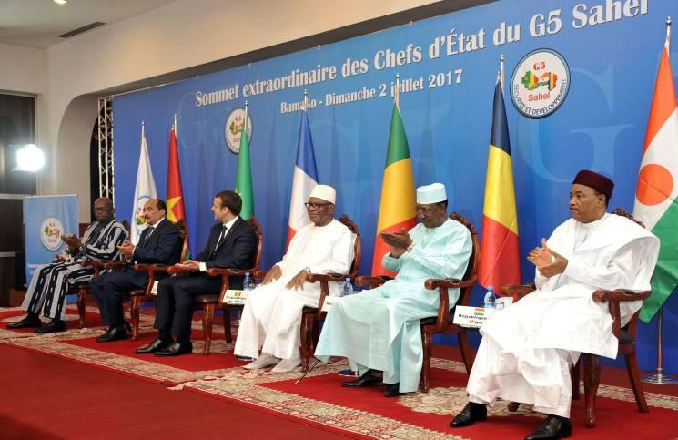 قادة الساحل وهم يطلقون مشروع القوة المشتركة بحضور الرئيس الفرنسي ماكرون