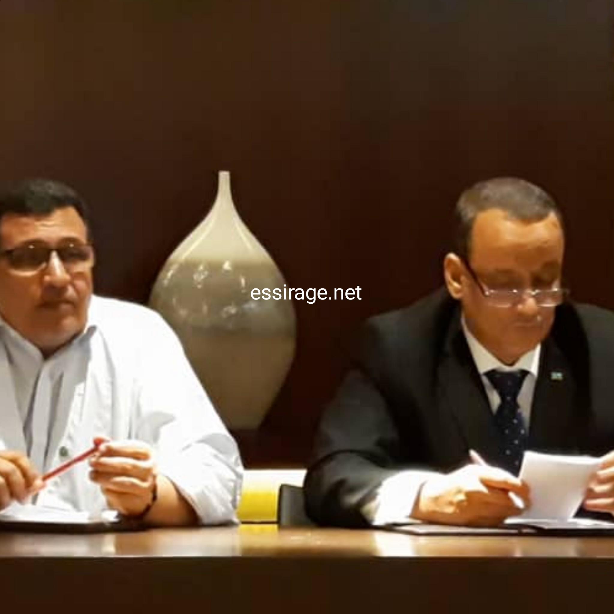 الوزير والسفير خلال الاجتماع