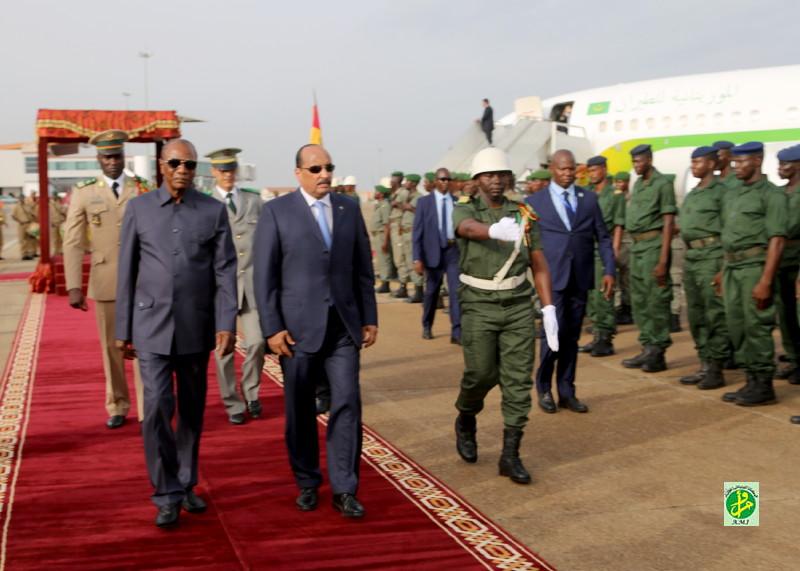 لحظة وصول الرئيس إلى كوناكري