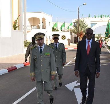 كل من وزير الدفاع الموريتاني وقائد أركان الجيوش (وم أ)