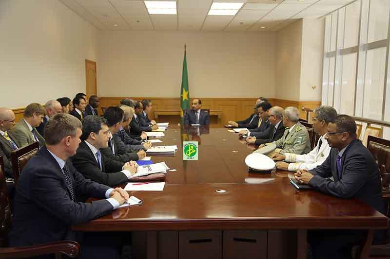 خلال لقاء للبعثة مع الرئيس الموريتاني أمس