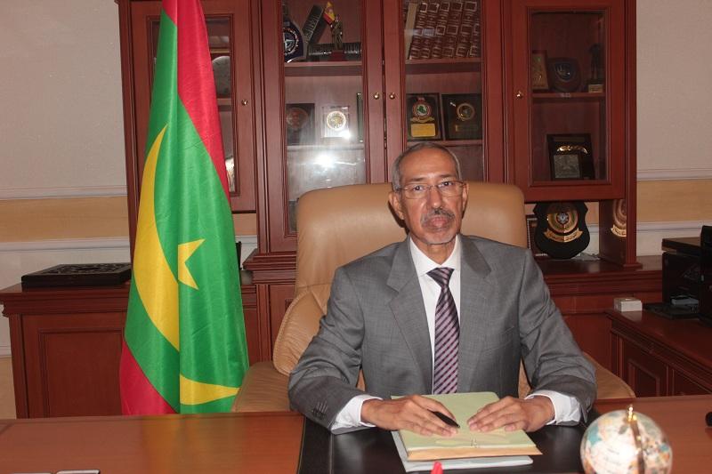 حننا ولد سيدي: وزير الدفاع الوطني