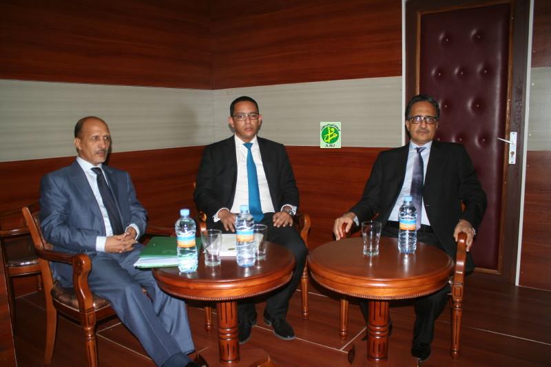 الوزراء المشاركون في المؤتمر الصحفي أمس