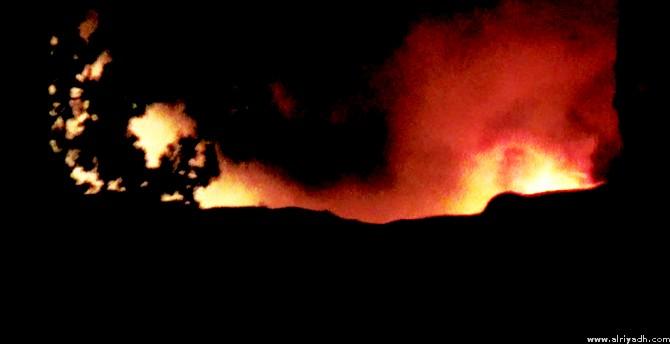 صورة عزت صحيفة الرياض لرويترز أنها من الحريق الذي شب في الموقع الذي قصفته إسرائيل