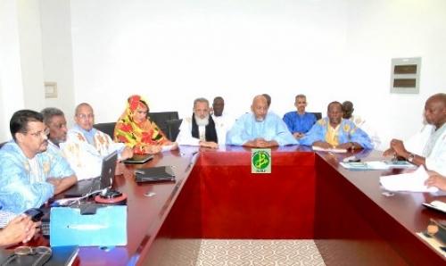 اللجنة خلال اجتماع سابق