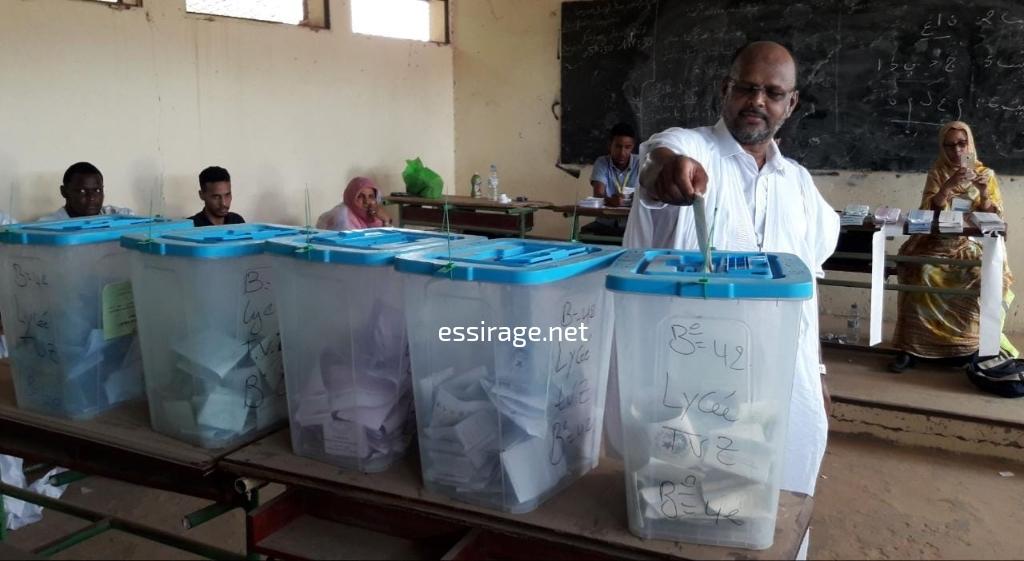 ولد منصور خلال تصويته
