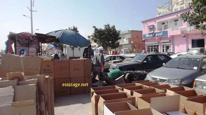 جانب من سوق الكرتون (أكياس الورق المقوى) الواقعة غربي سوق العاصمة نواكشوط (السراج)