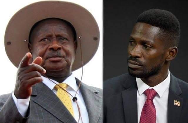 من اليمين المغني بوبي واين والرئيس الأوغندي منتهي الولاية يوري موسيفيني
