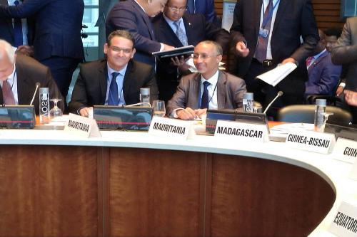 الوزير المكلف بالميزانية ومحافظ البنك المركزي لدى مشاركاتهما في اجتماعات بواشنطن
