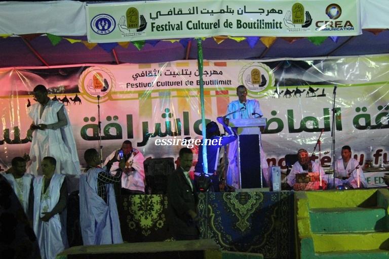 رئيس الجمعية خلال افتتاحه المهرجان