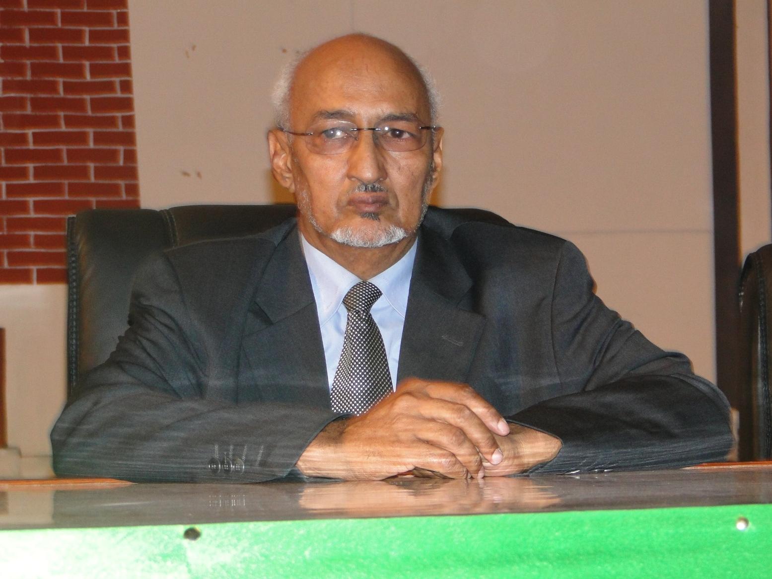 إسلم ولد سيدي المصطف: فقيه ووزير سابق للشؤون الإسلامية.