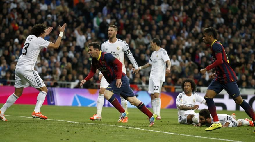 صورة من مواجهة الفريقين ريال وبرشلونا
