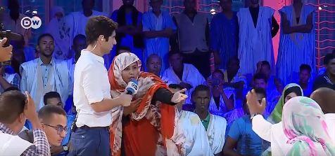 السيدة زينب أحمد سالم لحظة نقاشها مع الوزير