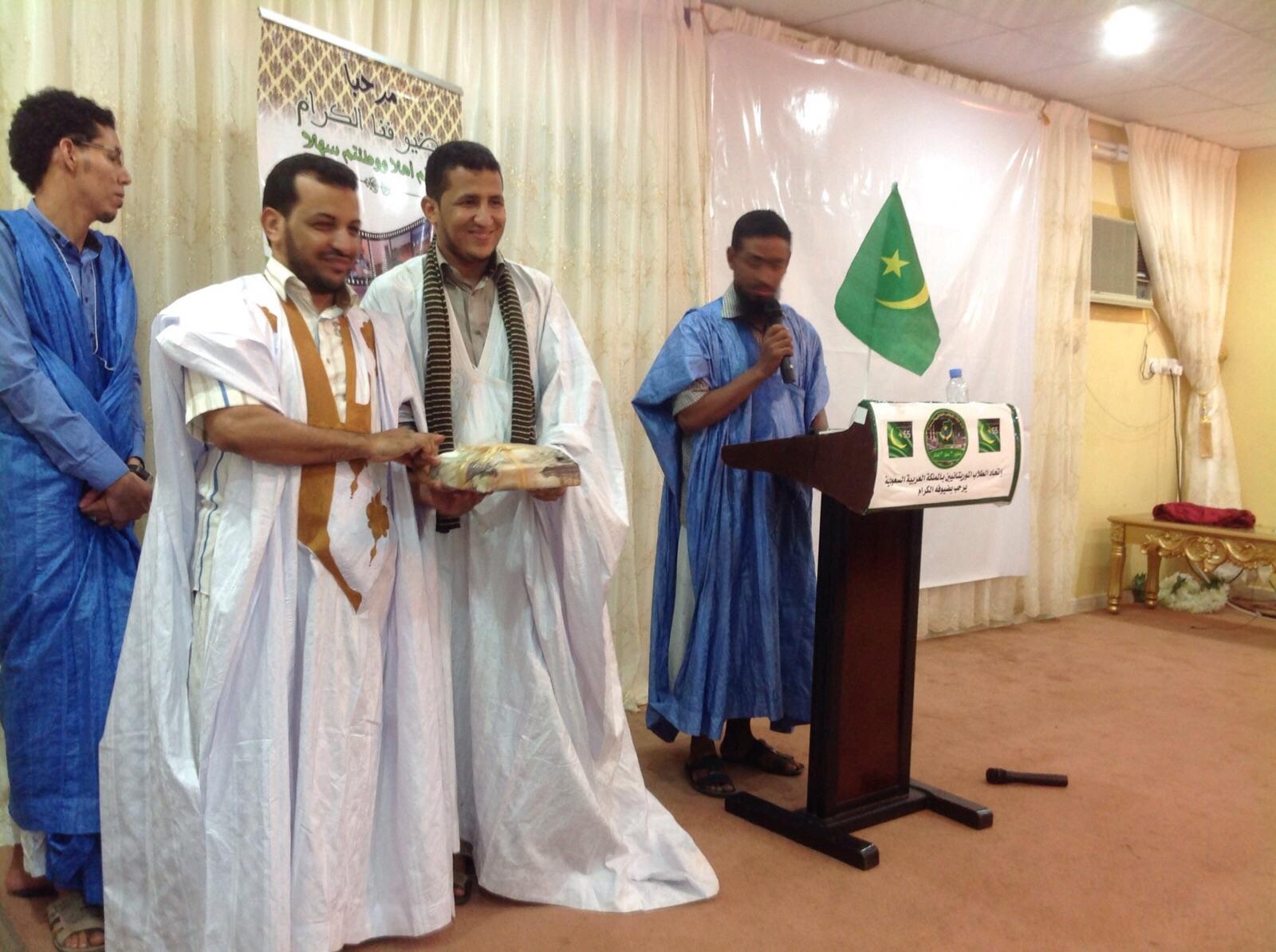 صورة من تسليم الجوائز