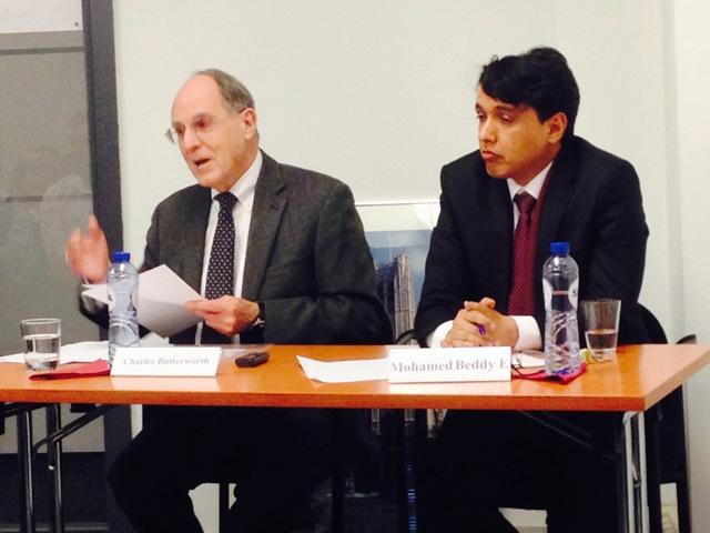 جانب من نقاش للفيلسوف الأمريكي حول الفلسفة السياسية في الإسلام وإلى جانبه الدكتور بدي أبنو (السراج)