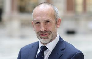السفير البريطاني لدى موريتانيا سيمون بايدن