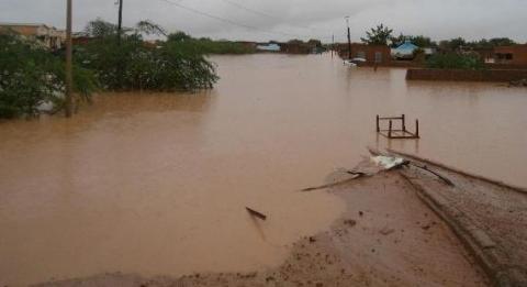 جانب من أمطار وسيول تعرضت لها مدينة كيهيدي في وقت سابق