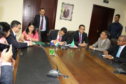 صورة من التوقيع على اتفاقية التمويل