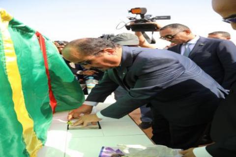 الرئيس الموريتاني محمد ولد عبد العزيز لدى إشراف على توسعة المركزين الاستشفائيين بنواكشوط.