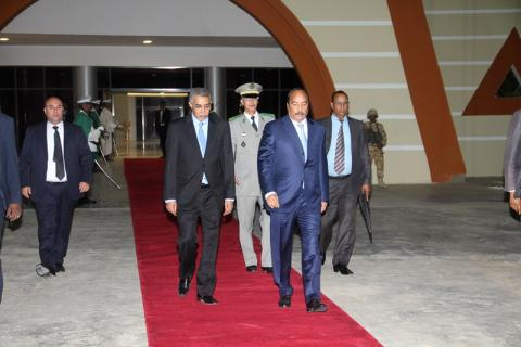 الرئيس خلال مغادرة اليوم (صور الوكالة)