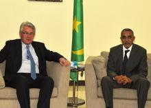 """جانب من لقاء الوزير الأول الموريتاني يحيى ولد حدمين ورئيس مجلس إدارة """"آسكنا"""" (وم أ + السراج)"""