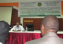 جانب من محاضرة الباحث إسماعيل محمد يحظيه حول التراث القيمي في المجتمع الموريتاني (السراج)