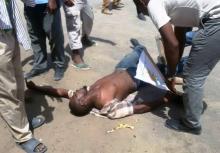 أحد المصابين وقد أغمي عليه بسبب اشتداد إطلاق قنابل الغاز (السراج)