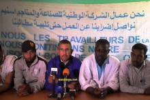 جانب من المؤتمر الصحفي الذي عقده مناديب العمال منتصف يوم الاثنين بمدينة ازويرات والذي بينوا فيه للرأي العام سبب تعثر المفاوضات الاخيرة (السراج)