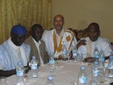 جانب من جلسة المفاوضات الأولى بين مناديب عمال اسنيم المضربين وموفد الرئيس الموريتاني إلى مدينة ازويرات (السراج)