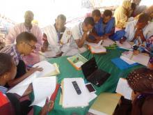جانب من ورشات اليوم البيئي الذي نظم لرفع مقترحات حوالي 200 شاب من موريتانيا لمؤتمر التغيرات المناخية في باريس (السراج)
