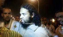 السجين السلفي المفرج عنه محمد سعيد لحظة خروجه من السجن (تصوير - السراج)
