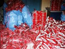 صورة لكمية كبيرة من السجائر المهربة والتي تم ضبطها (السراج)
