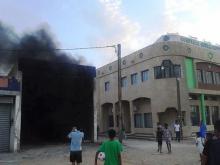 مشهد لورشة المحطة التي شبت فيها النيران قبل وقت من وصول فرق الإطفاء والحماية المدنية (تصوير أحد المدونين عبد الله أباي)