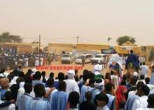 جانب من حجود المواطنين أمام المركز الصحي بمدينة كرو (السراج)