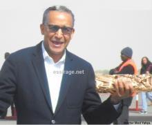 المخرج الموريتاني عبد الرحمن سيساغو لحظة نزوله من الطائرة بنواكشوط (السراج)