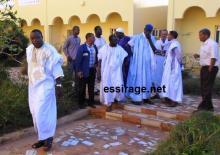 مبعوثي الرئيس الموريتاني لحل أزمة عمال اسنيم رئيس قطاع المعادن بال أمدو تيجان وهو خارج من قاعة المفاوضات بفندق تيرس بعد انتهاء الجولة الثانية من المفاوضات فجر الجمعة (أرشيف - السراج)