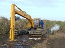 جانب من عمليات شق قناة سطحية للري بمقاطعة كرمسين (أرشيف ـ السراج)