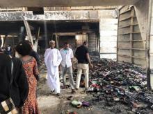 جانب من الحريق التي التهم الجانب الأخضر من معرض داكار الدولي والذي يحتوي مقتنيات العارضين الموريتانيين (السراج)